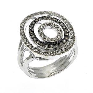 exclusieve ring met witte en zwarte diamanten